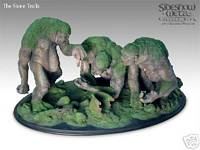 Lord of The Rings - Stone trolls Statue